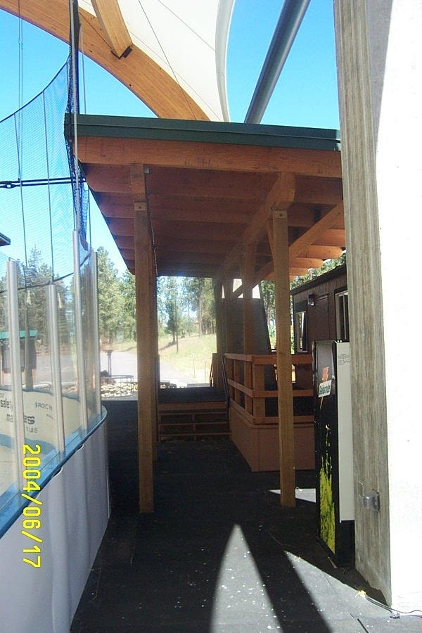 covered-walkway-ice-rink_4017