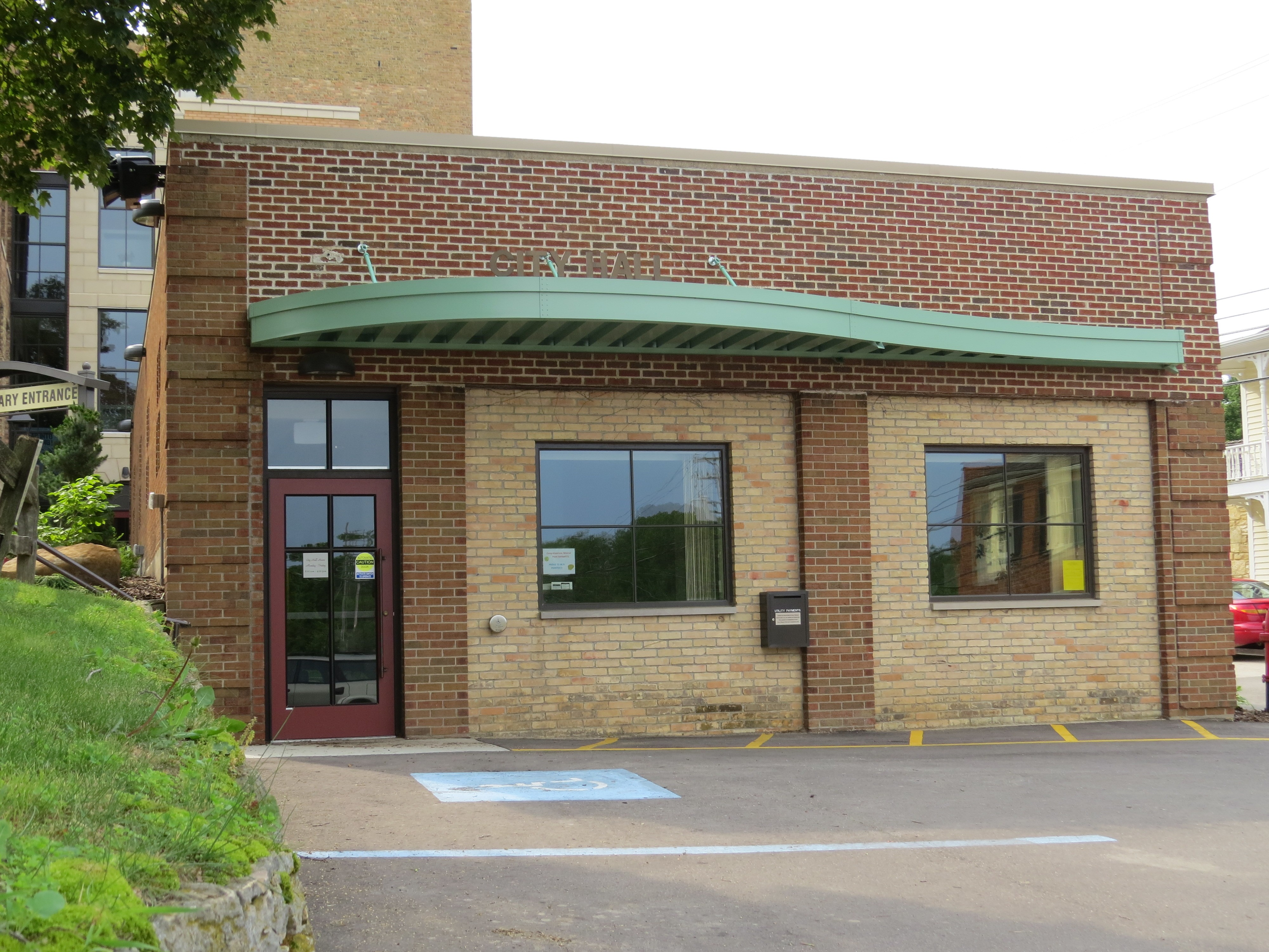 M-6071 - CITY HALL & LIBRARY - MINERAL POINT, WI - IMG_5245