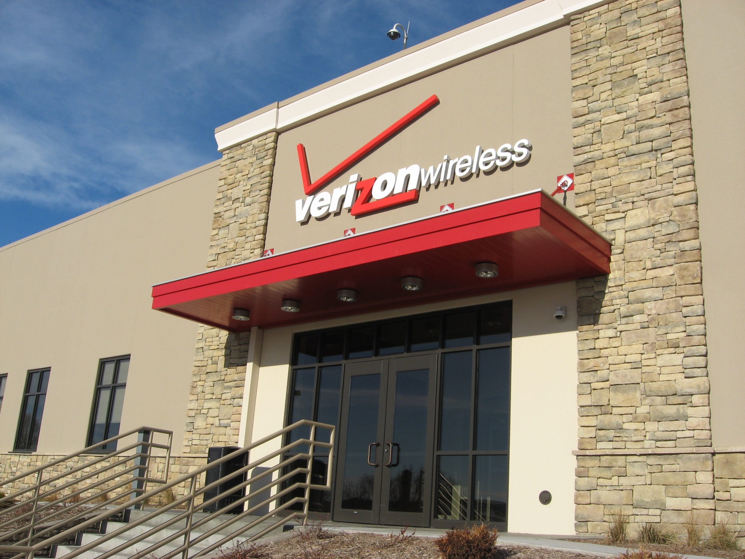 Aluminum-Architectural-Canopy-Awning-Verizon